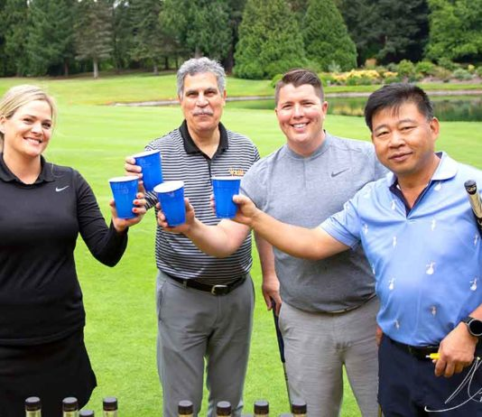 """Tualatin Chamber """"Swing for the Wolves"""" Crawdaddy golf classic."""