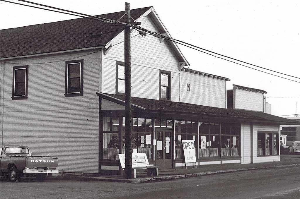 Robinson's-Hoffman's Hauxhurst Meat Market on Boones Ferry. c. 1975.